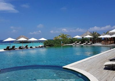 Kudafushi Liegedeck am Pool