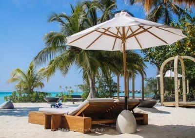 Fairmont Sirru Fen Fushi Beach Lounge