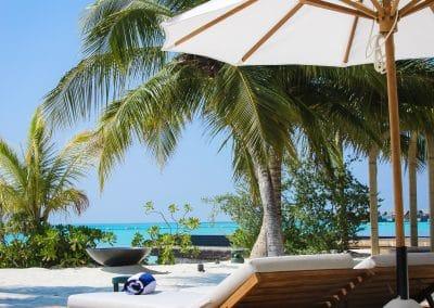 Fairmont Sirru Fen Fushi Pool Lounge